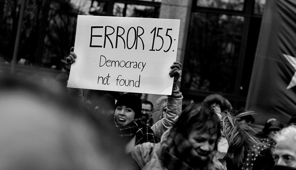 CRISI DELLE ISTITUZIONI, CRISI DELLA DEMOCRAZIA