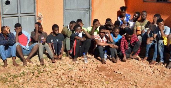 """Rifugio """"Children of the Sun"""" dove 20 persone sono state fermate e picchiate"""