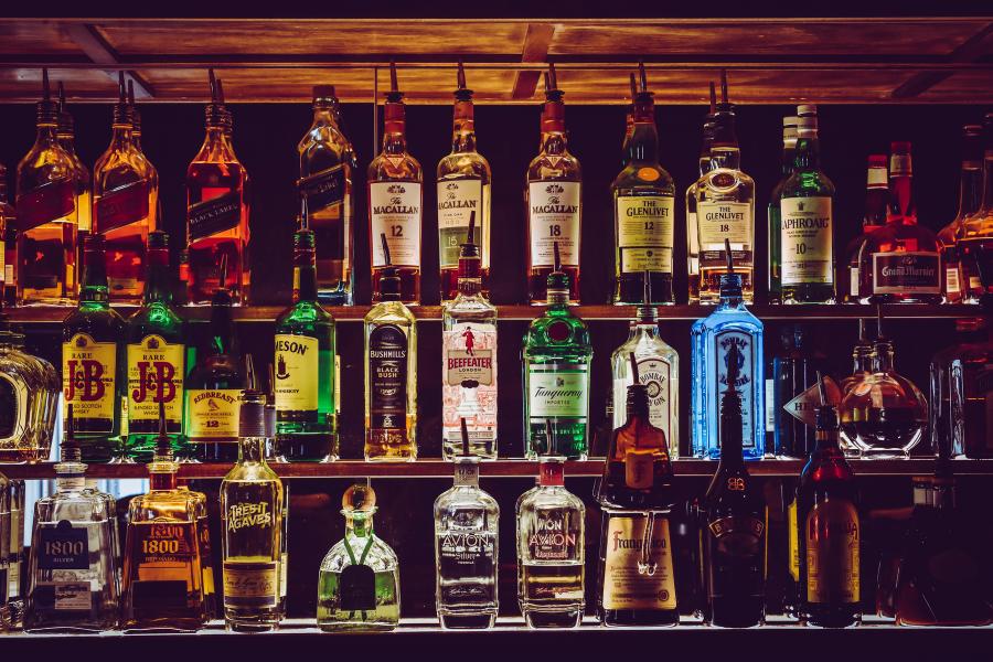 LA POPOLAZIONE LGBTQIAP+ E L'USO/ABUSO DI ALCOL