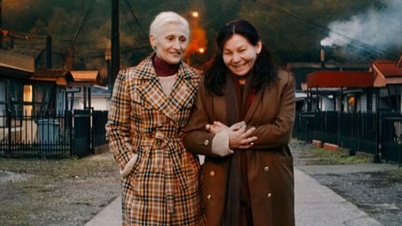 due donne anziane a braccetto